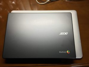 ChromebookとMacBook Airの大きさ比較