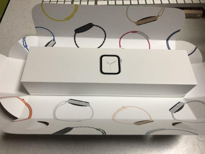 Apple Watch外箱を開封