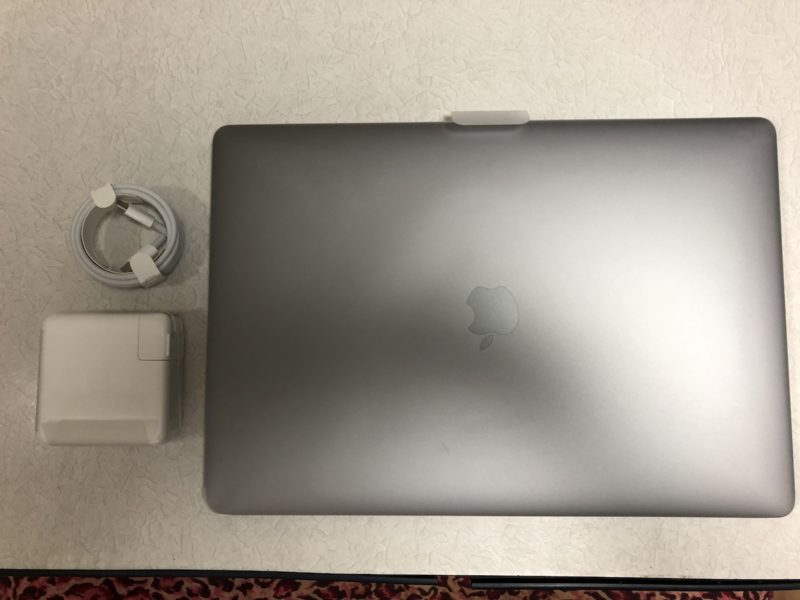 MacBook Pro 15インチ 本体と充電器