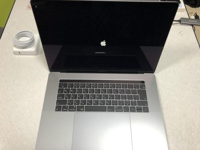 MacBook Pro 15インチ 本体電源ON